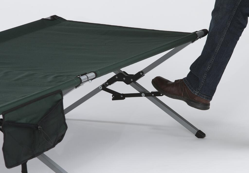 Step-down lock on folding cot